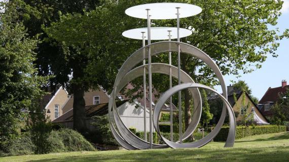 Foto: Hartmanns Plads med skulptur