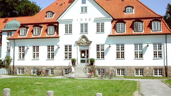 Nærum Biblioteks facade