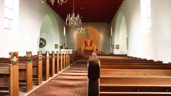 Holte Kirke interieur Foto: Jean Schweitzer