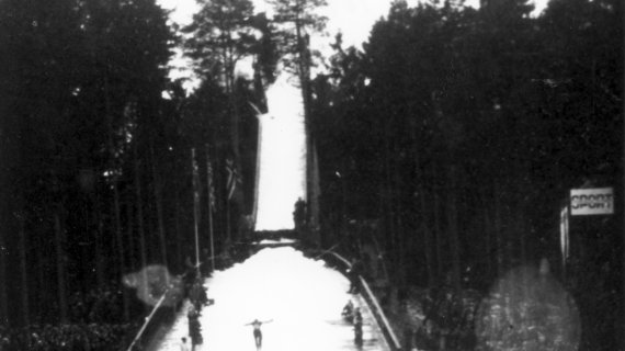 Foto: Holtekollen - skihopstævne 1948