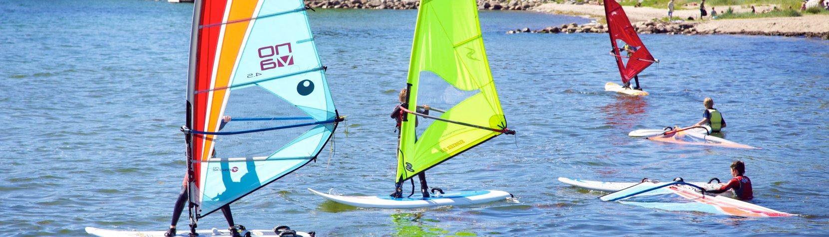 Foto: Sommerferieaktiviteter - windsurfing