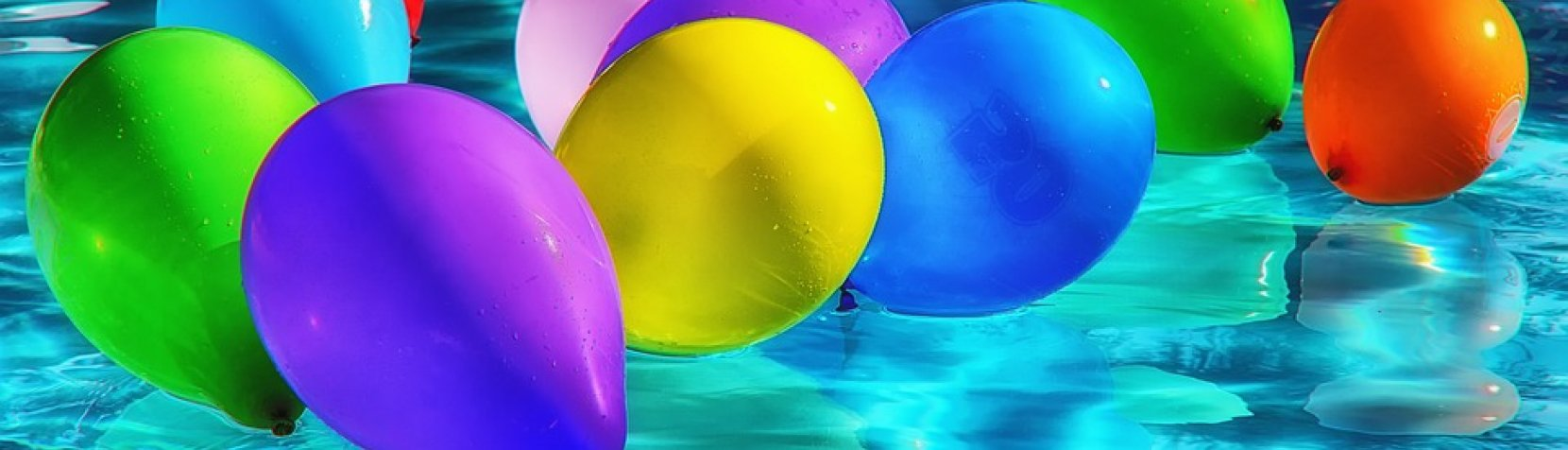 Foto: Balloner i svømmehal