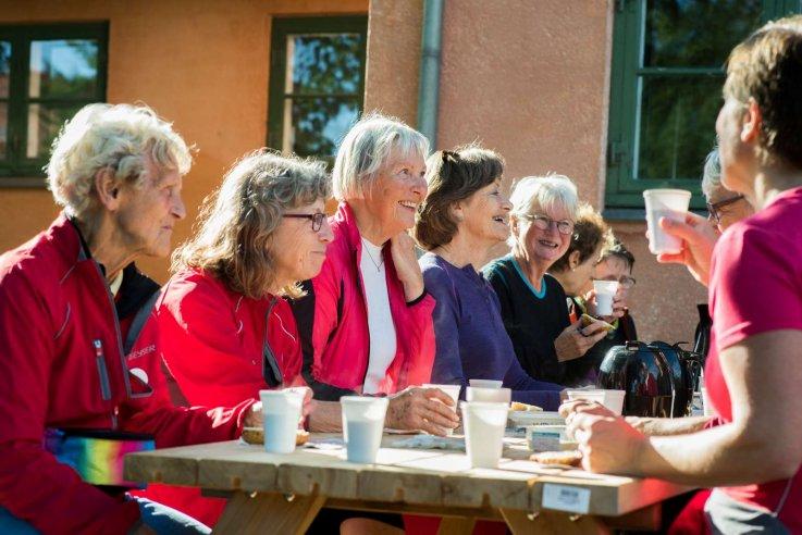 Foto: Grøn Puls 60+ - deltagere holder pause med kaffe